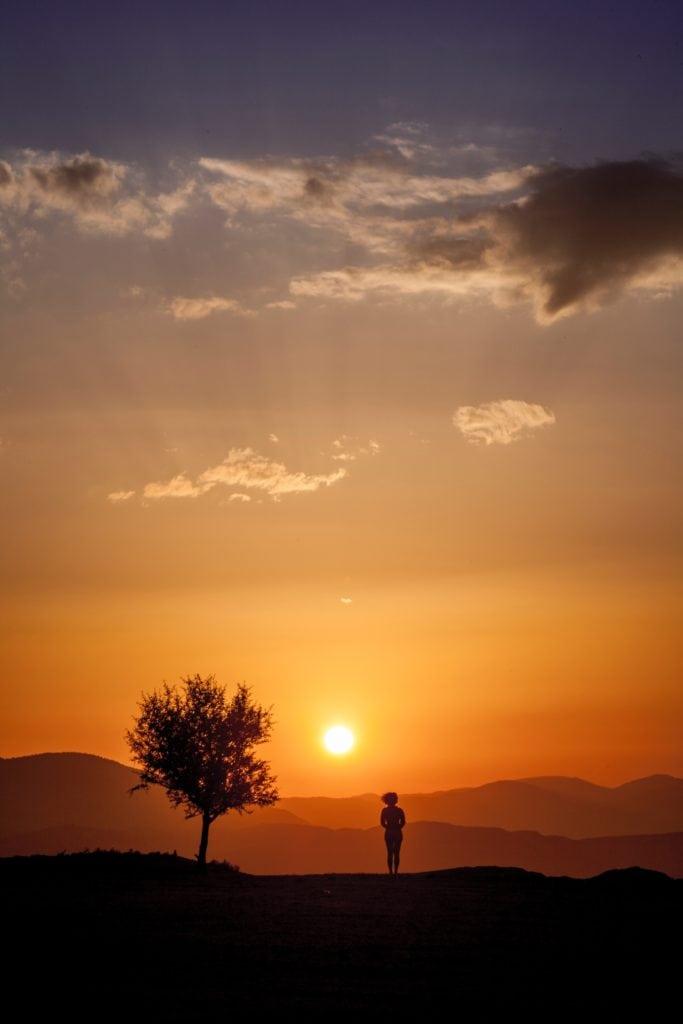 silueta en puesta de sol