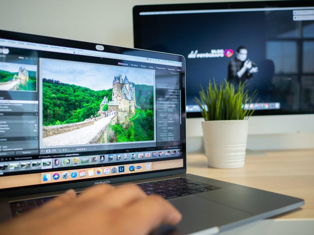 pantalla de lightroom con logo al fondo de Blog del Fotógrafo