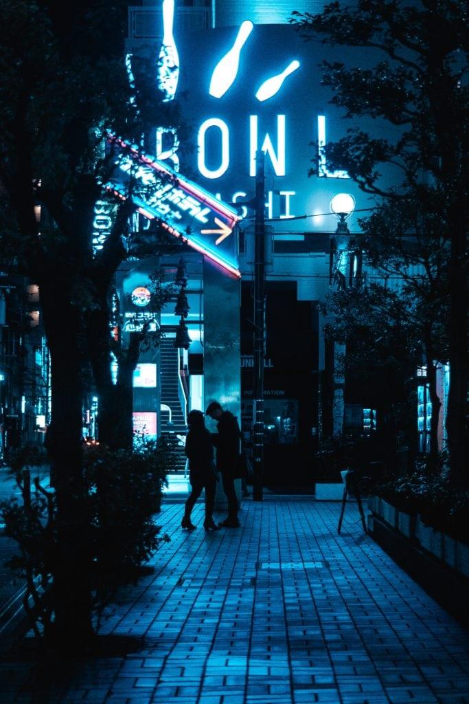 Fotografía nocturna con luces de neón