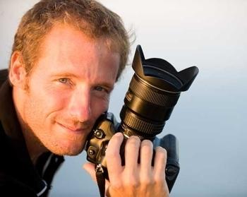 Foto de Iñaki Relanzón con cámara en mano