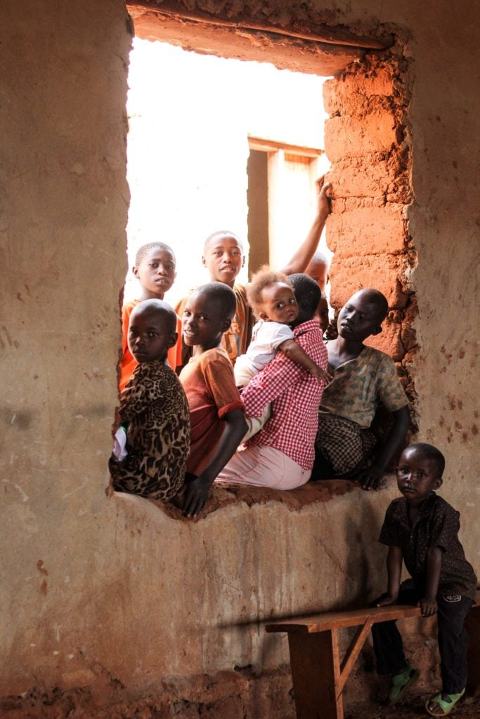 niños_ventana