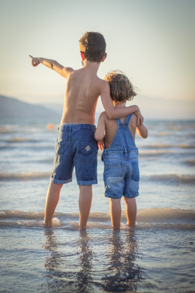niños_abrazo