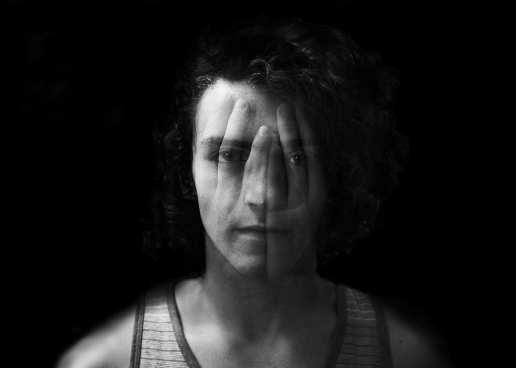 Retrato blanco y negro en doble exposición para fotoreto32