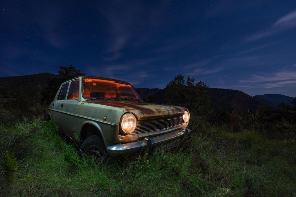 coche abandonado editado con lightroom