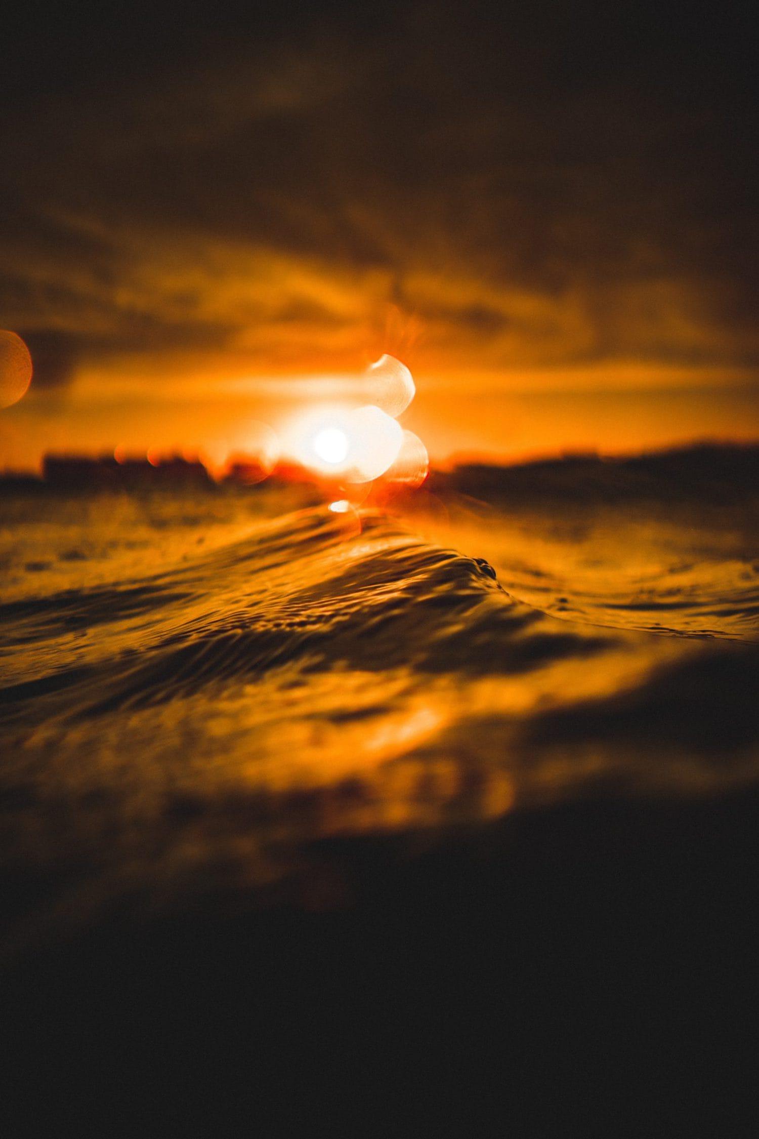 Puesta de sol con temperatura de color cálidad