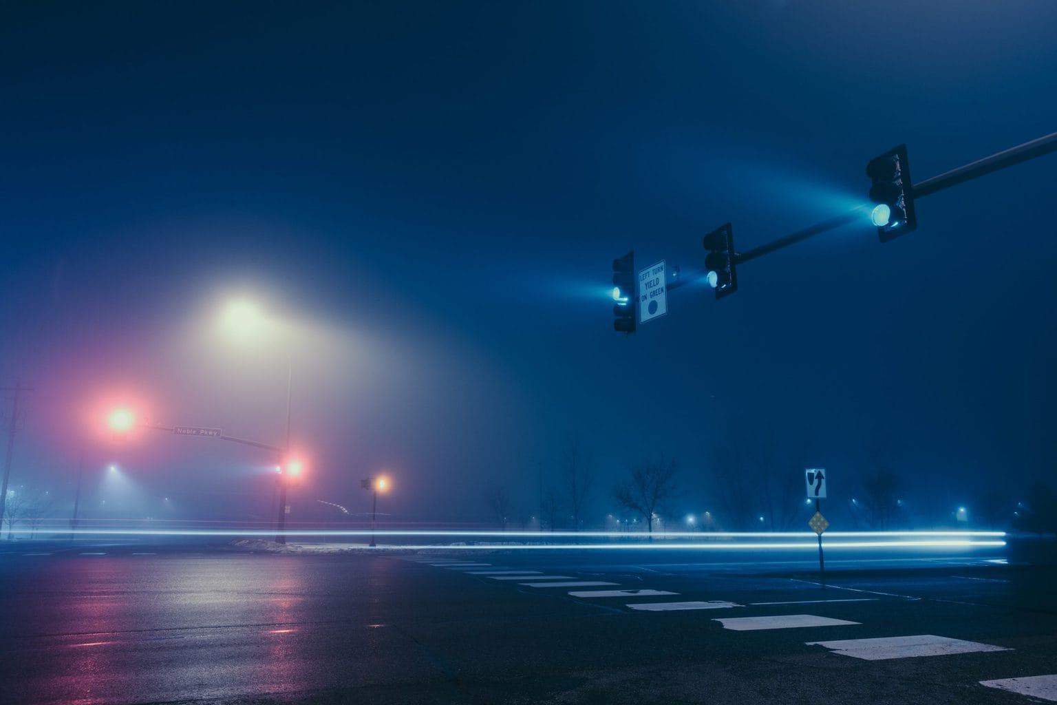Semáforos en una noche fría