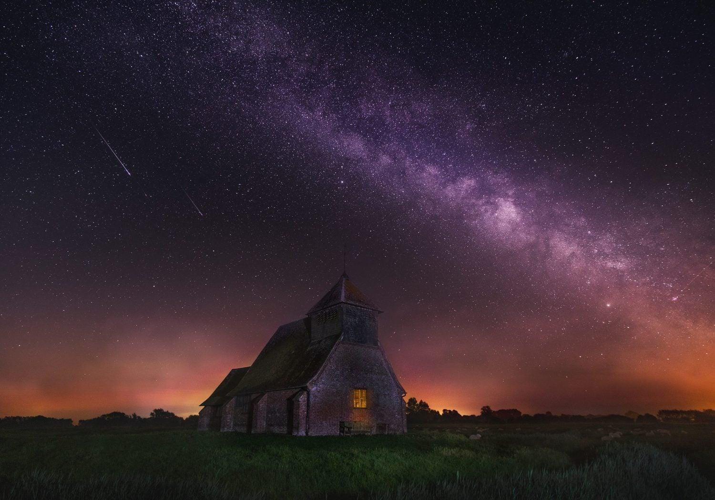 Paisaje nocturno con Vía Láctea