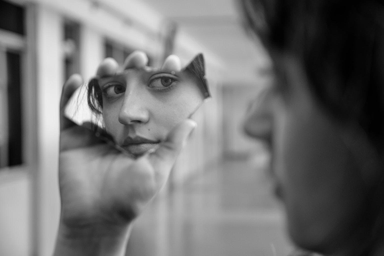 Retrato de mirada en espejo, ganadora fotoreto36