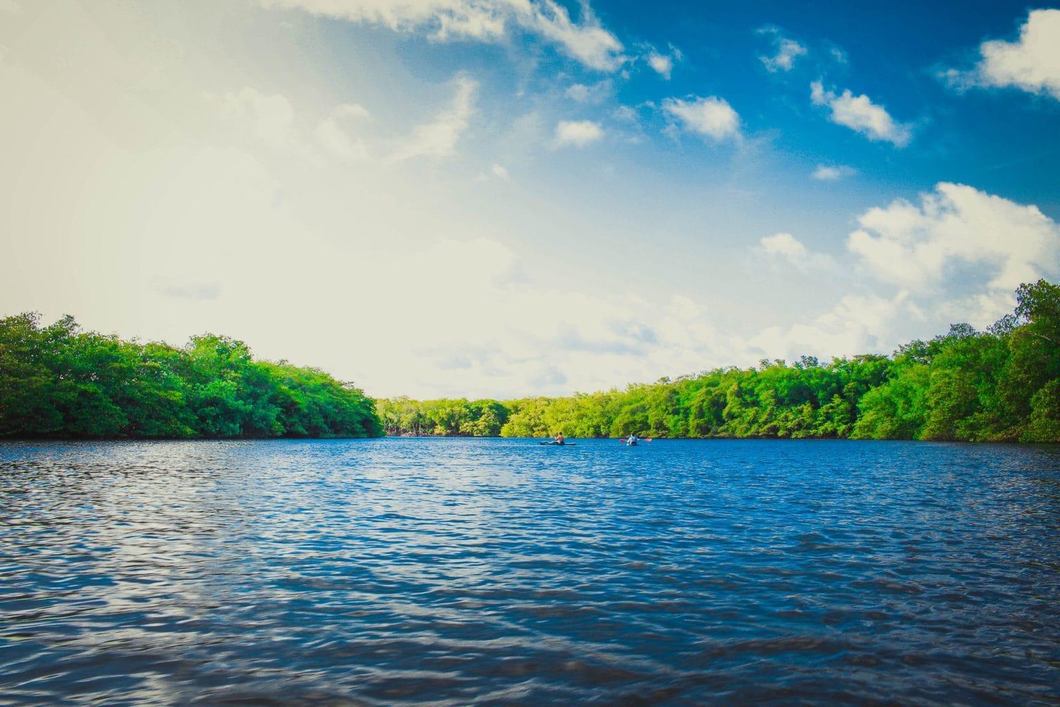 foto de río o lago, entorno natural