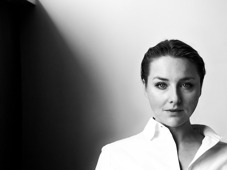 Retrato en blanco y negro con un M.Zuiko Digital 45mm f/1.8