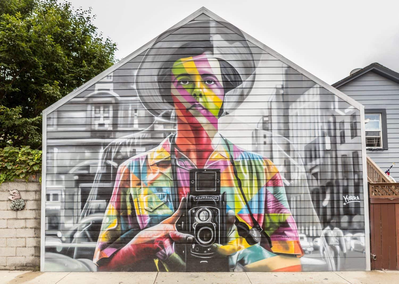 Fachada con graffiti de Vivian Maier