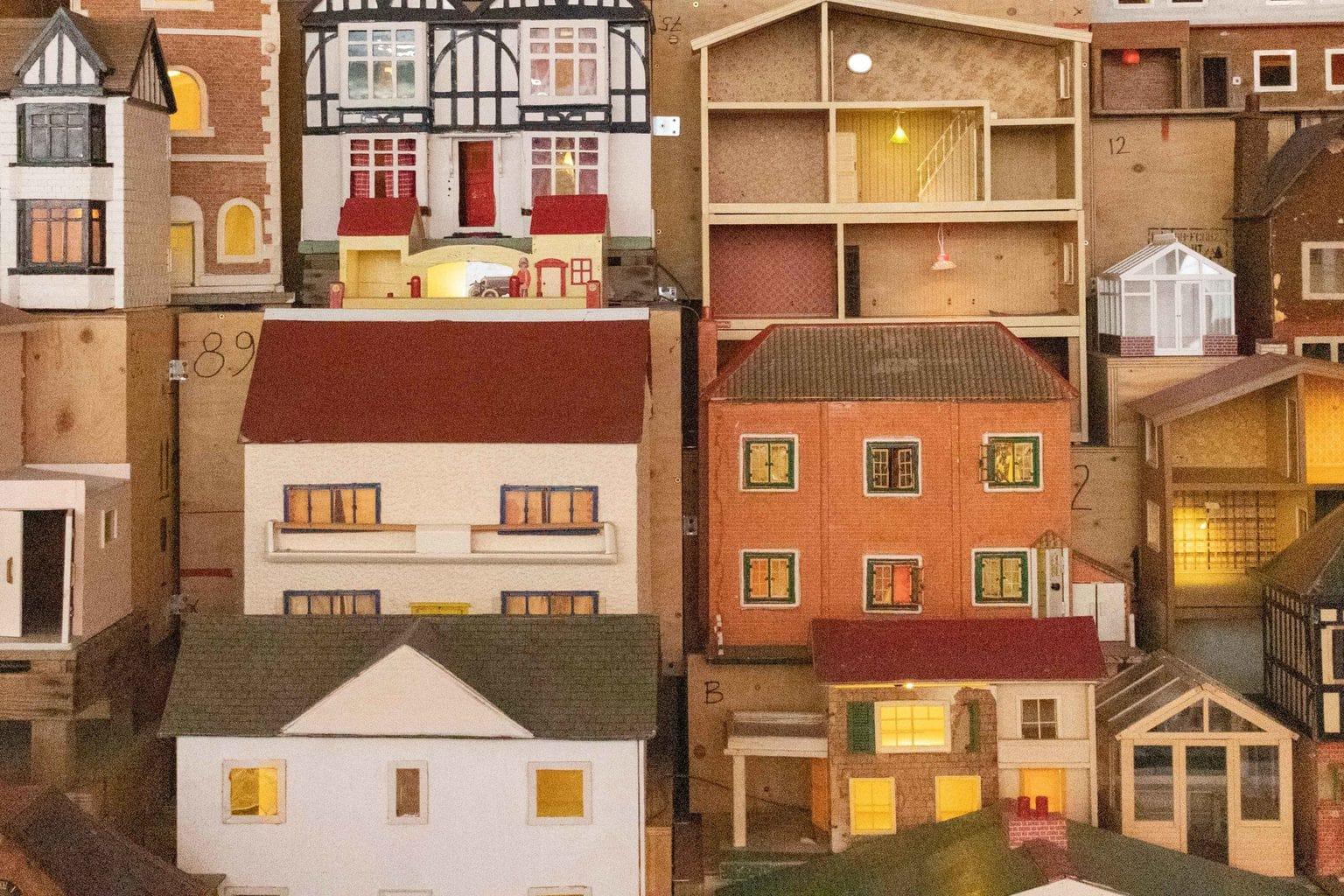 Casas de juguete con ruido por postproducción