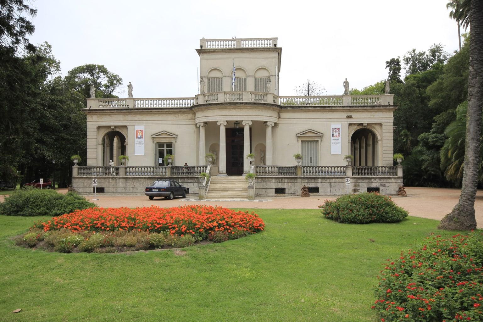 Museo Blanes con exposición permanente de fotografía