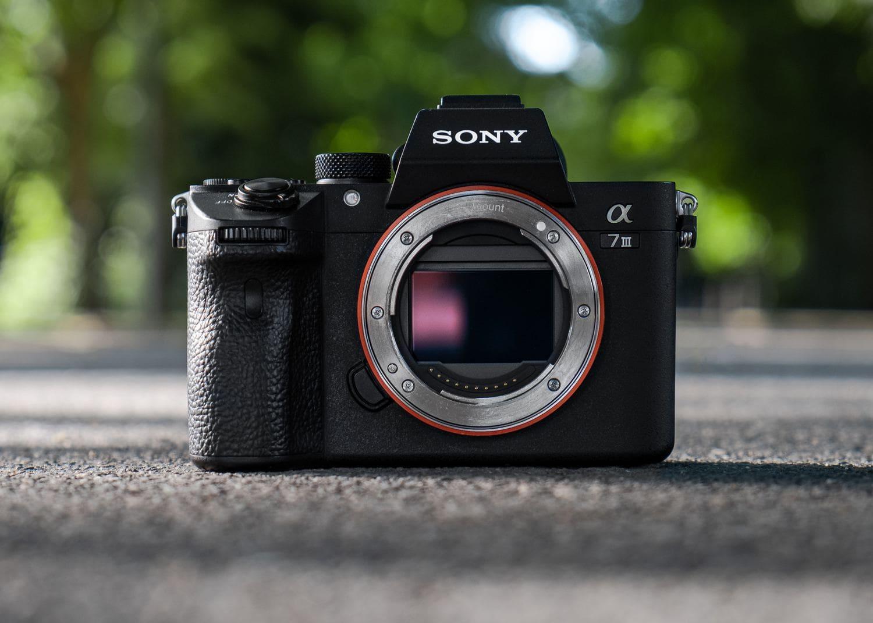Sony Alpha 7III con el sensor a la vista