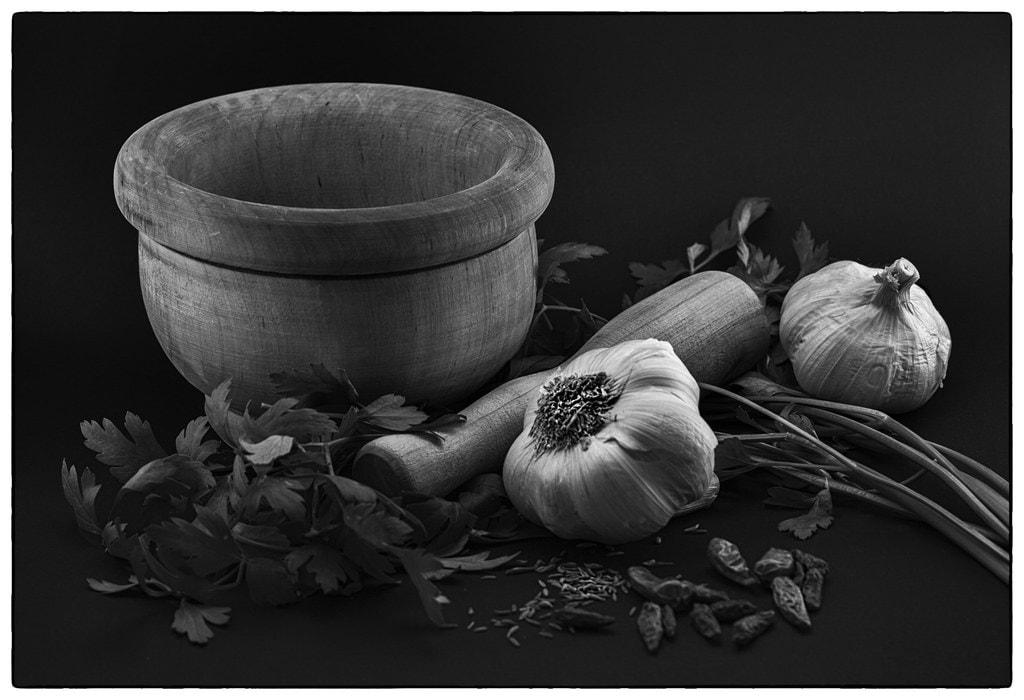 naturaleza muerta ajos blanco y negro