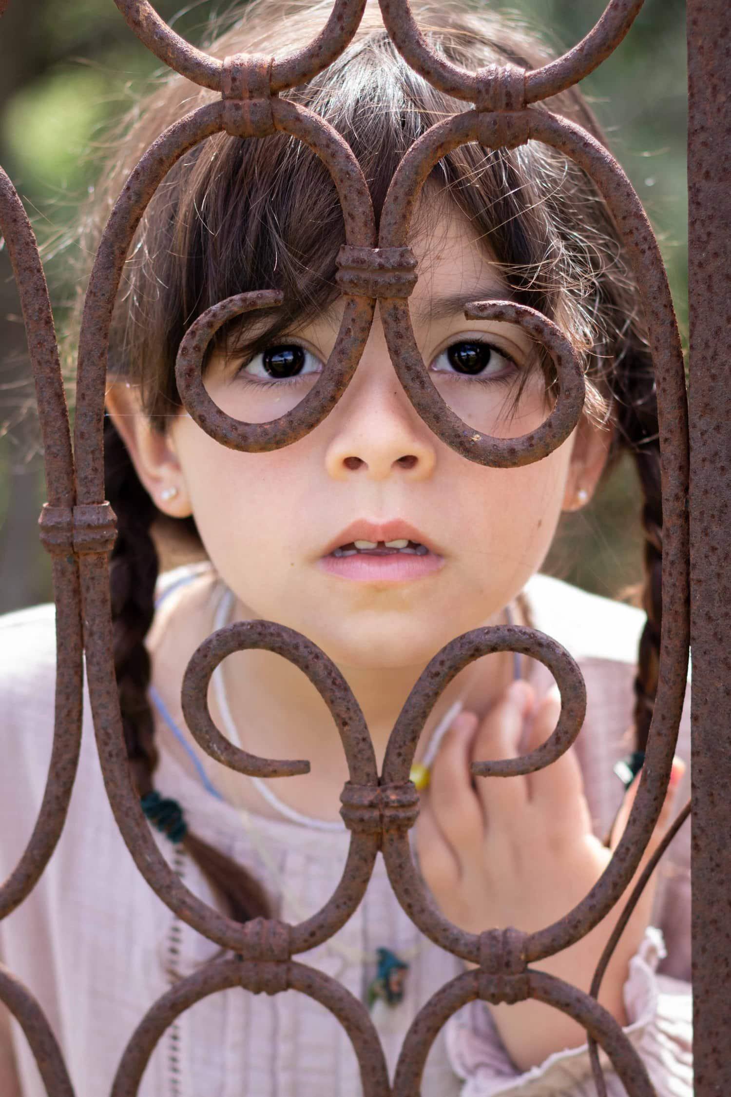 Retrato de niña con brillo en los ojos