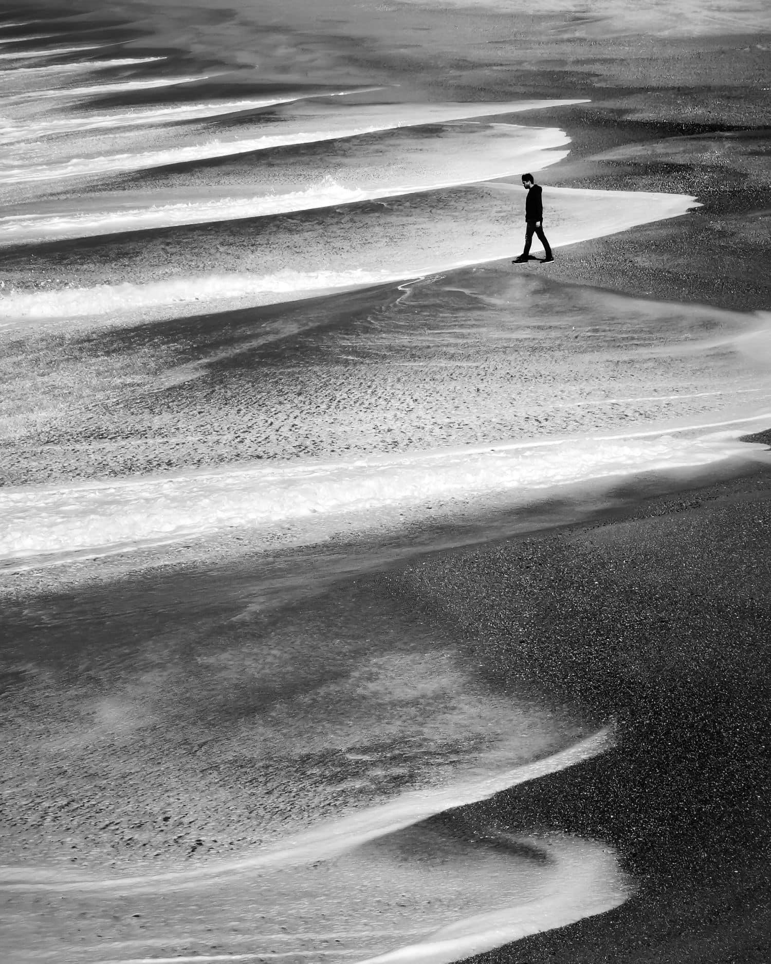 Olas en blanco y negro tomadas con zoom 5x de Huawei P30Pro