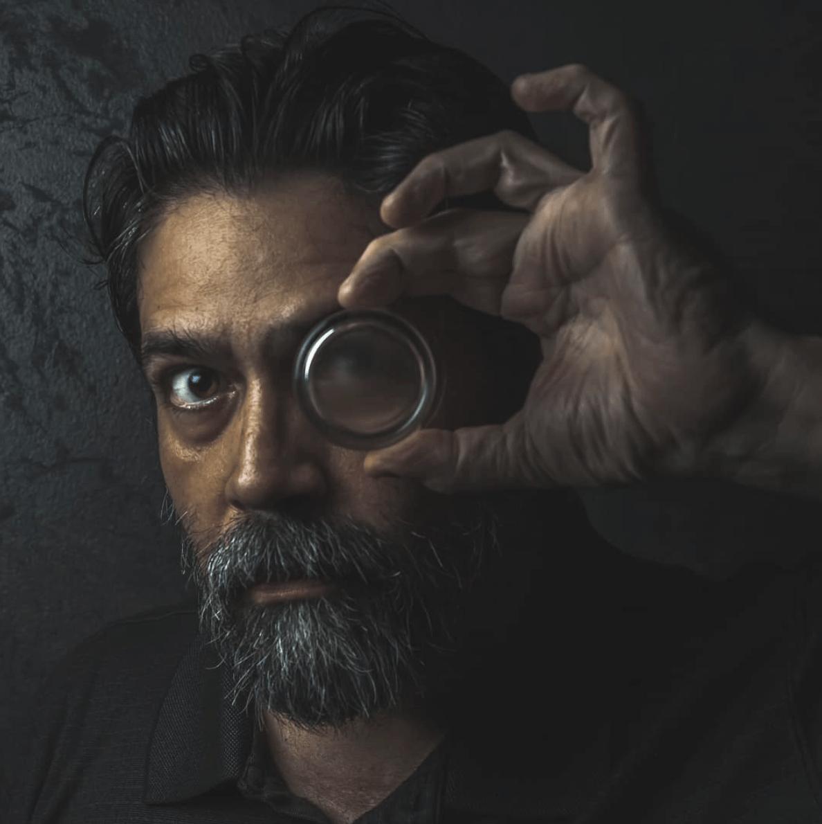 Autorretrato de hombre con cristal en el ojo, fotografía ganadora del fotoreto 52