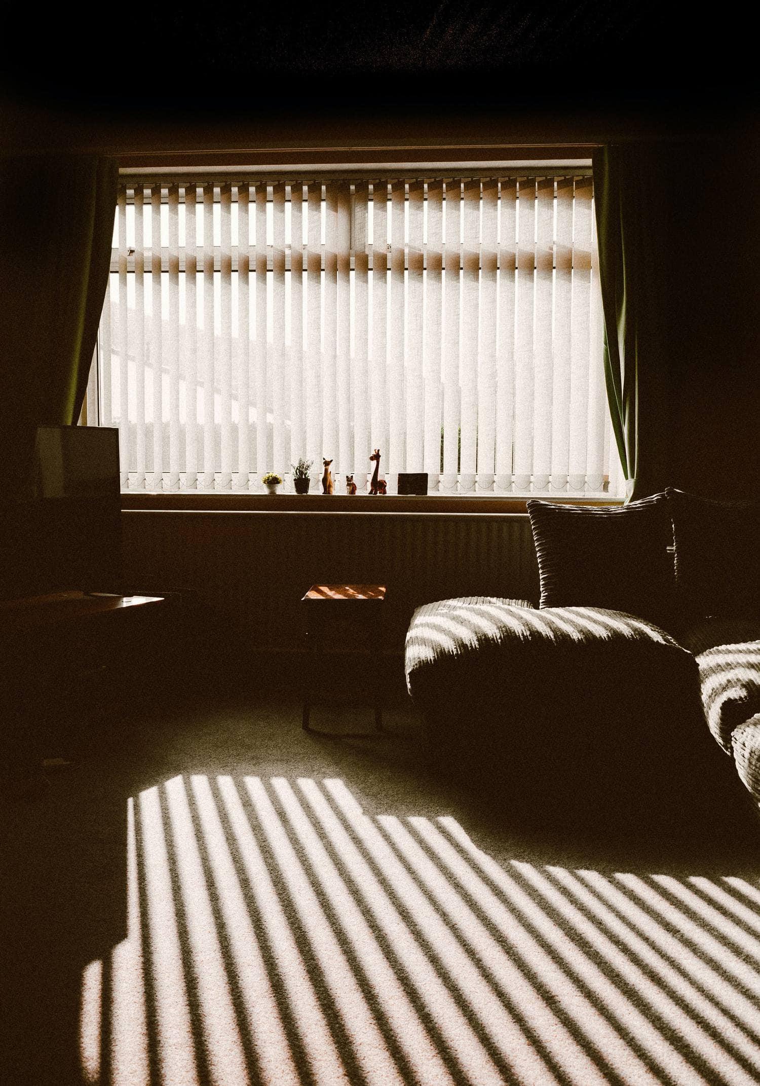 Sombras y luces en interior