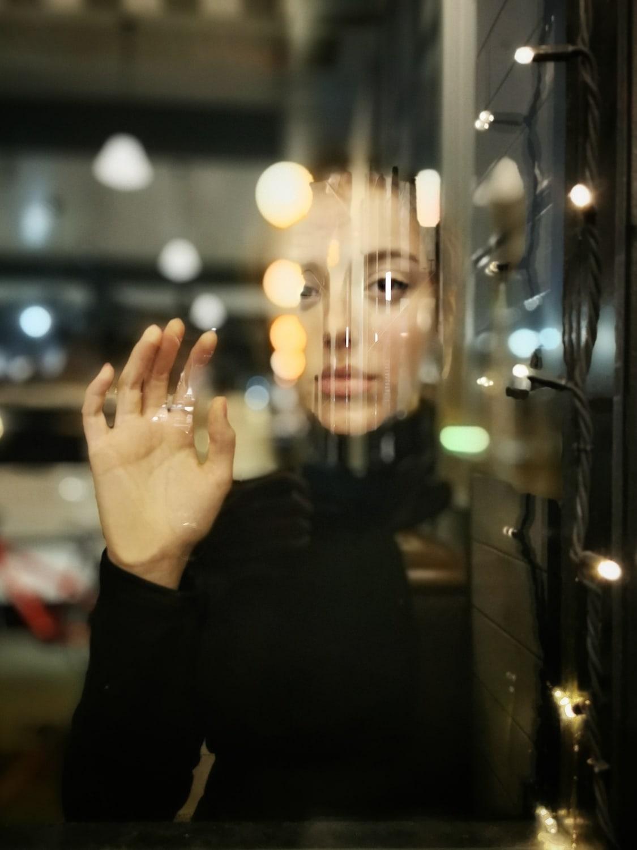 Retrato tras cristal capturado con Huawei P30 pro