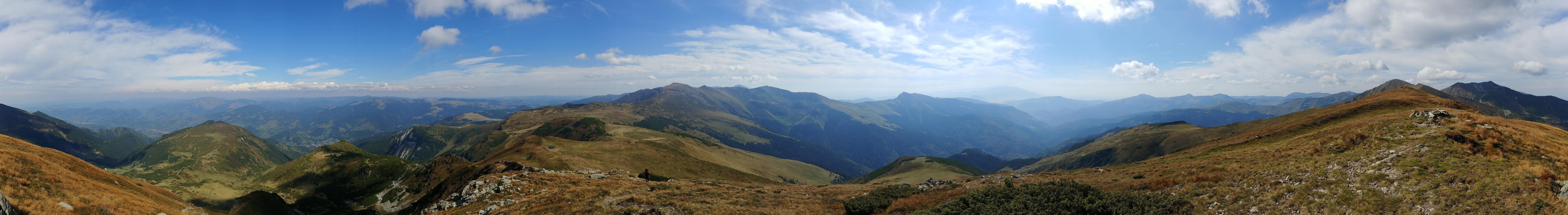 Paisaje montañoso en panorámica