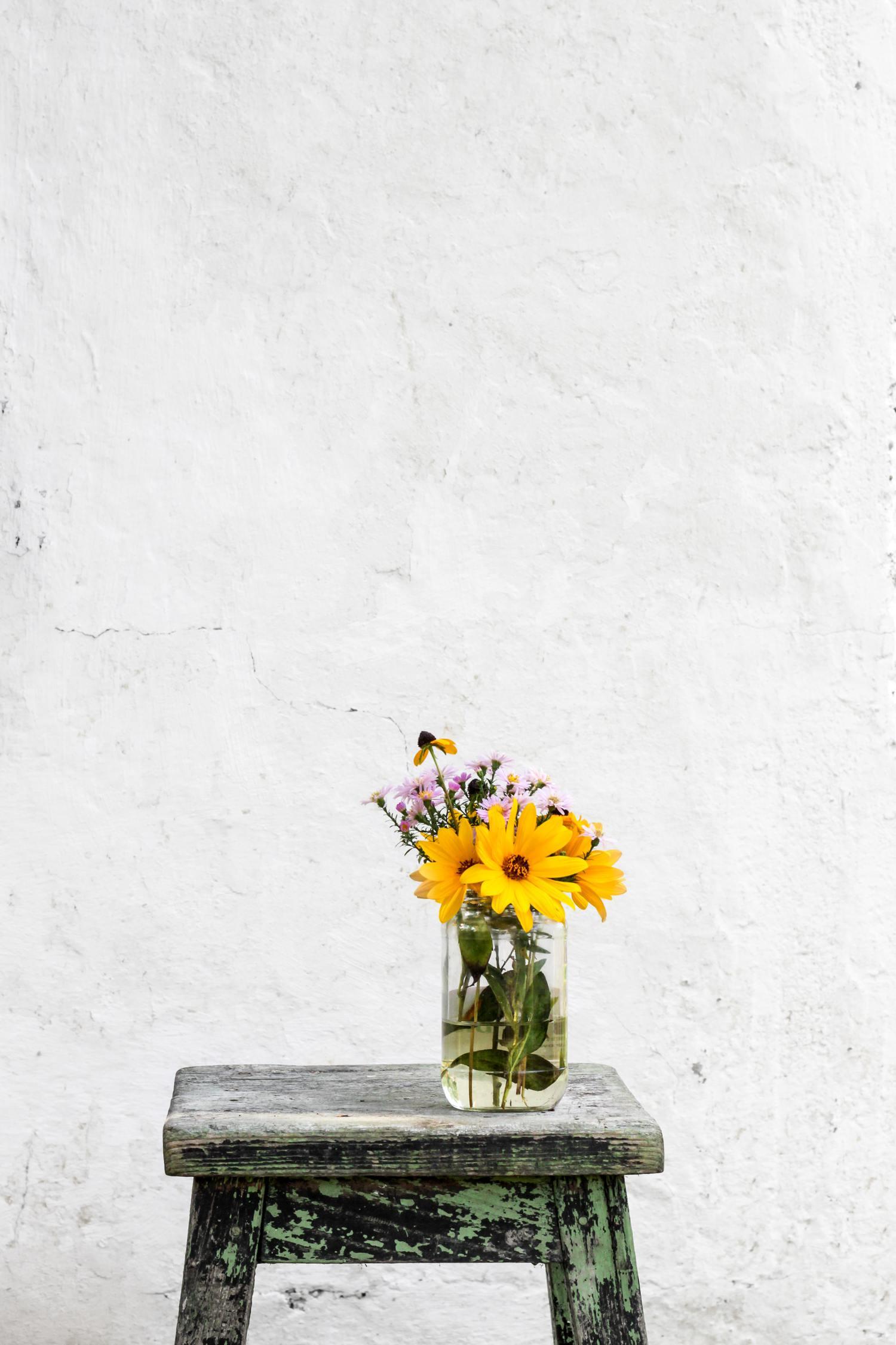 flores jarrón taburete