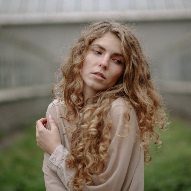 retrato exterior de mujer