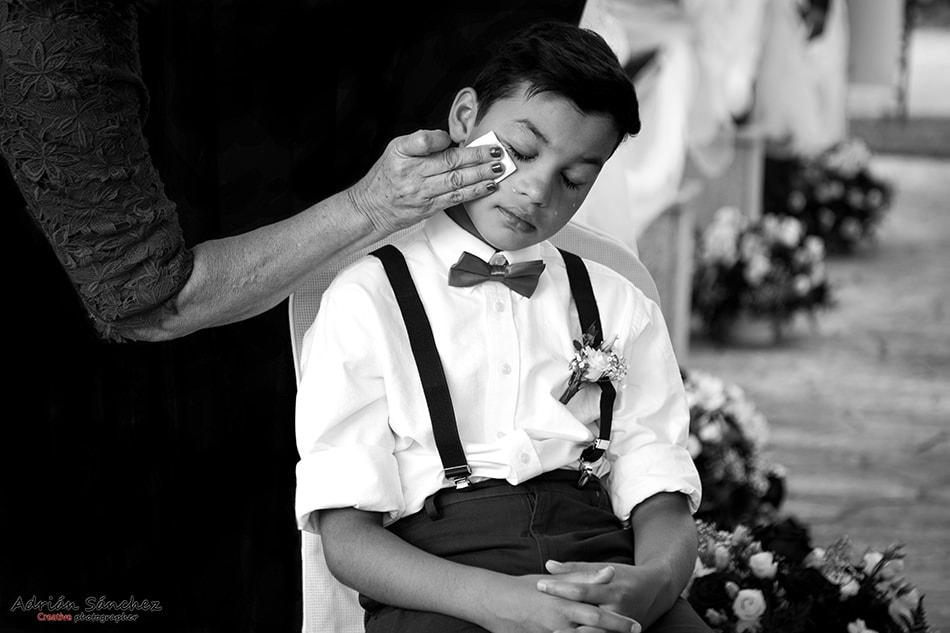 Fotografía emotiva de boda con el equipo fotográfico adecuado