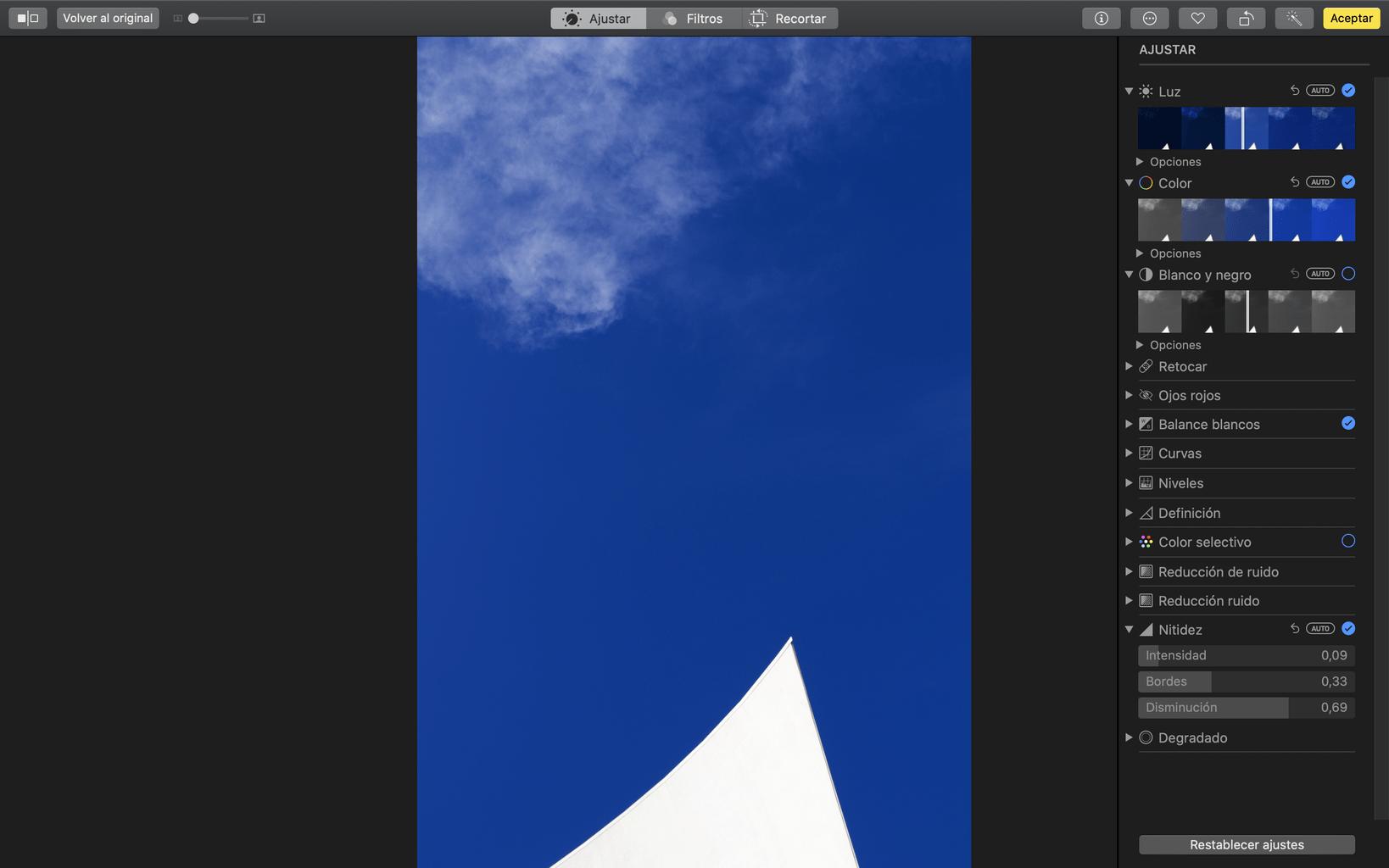 Captura de pantalla de las herramientas del software Fotos en iOS