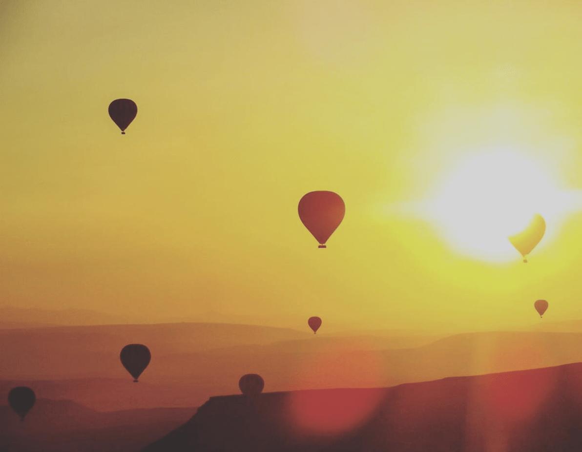 Siluetas de globos aerostáticos ganadora del fotoreto60