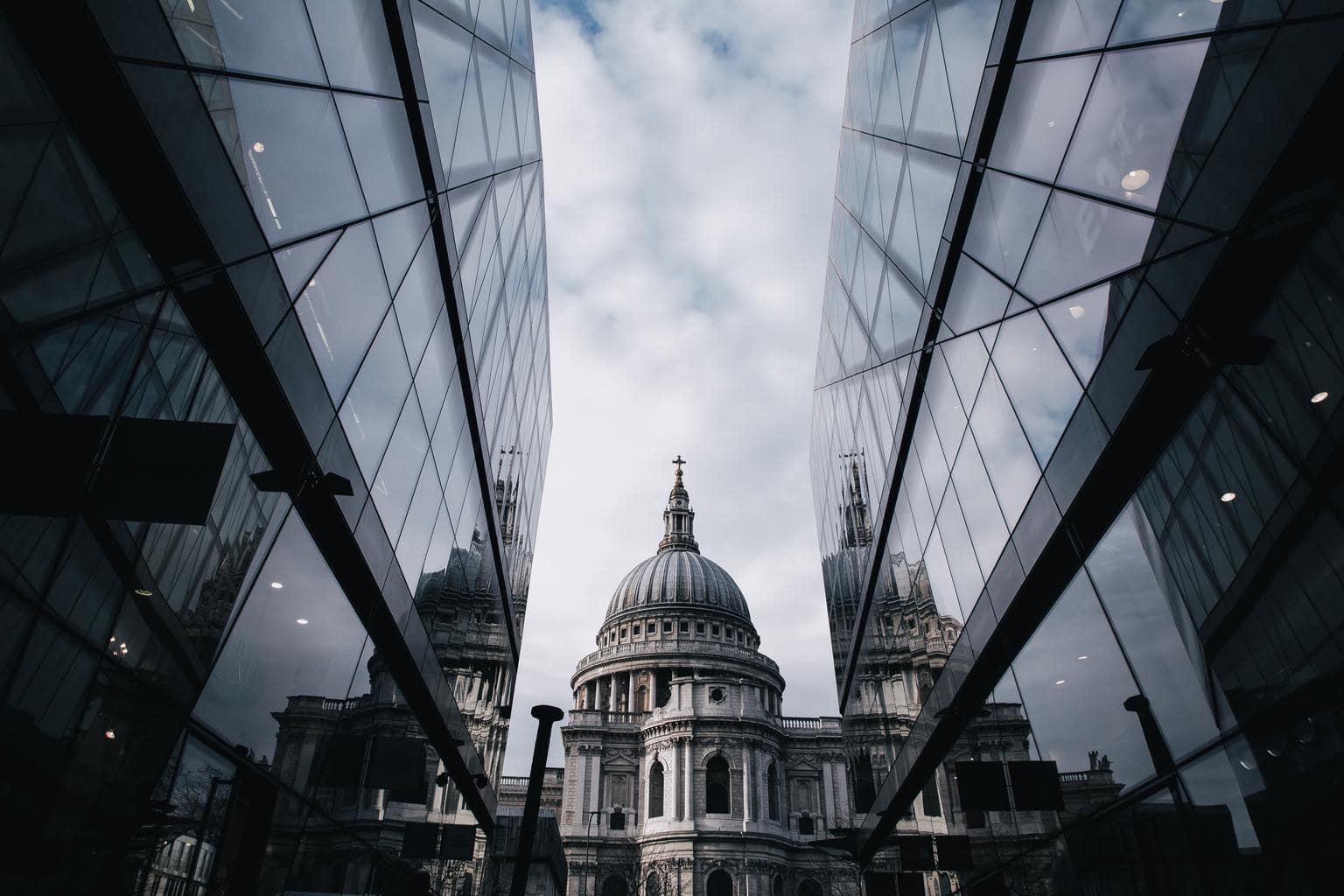Reflejos en paisaje urbano