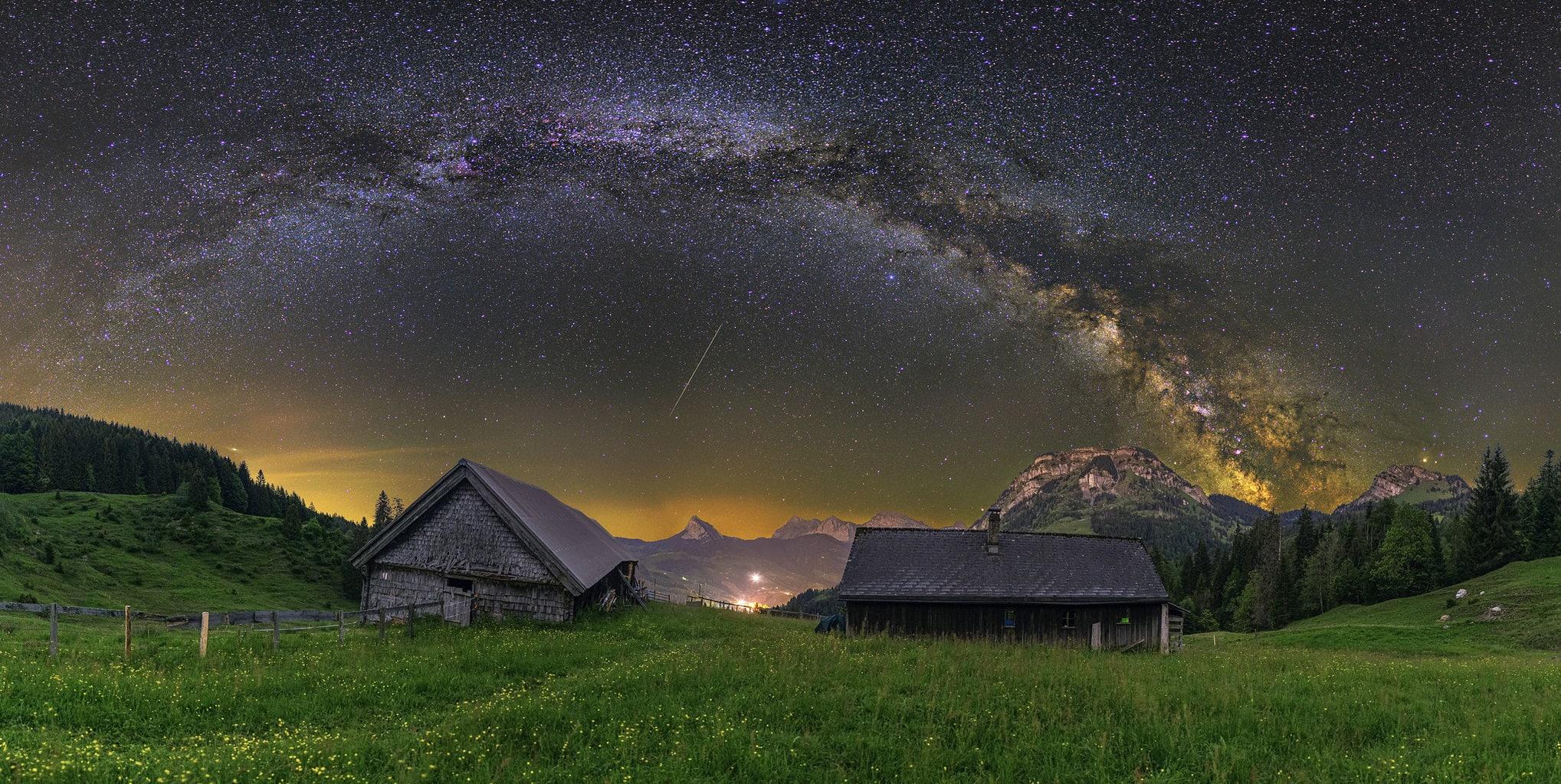 Vía láctea y meteoro