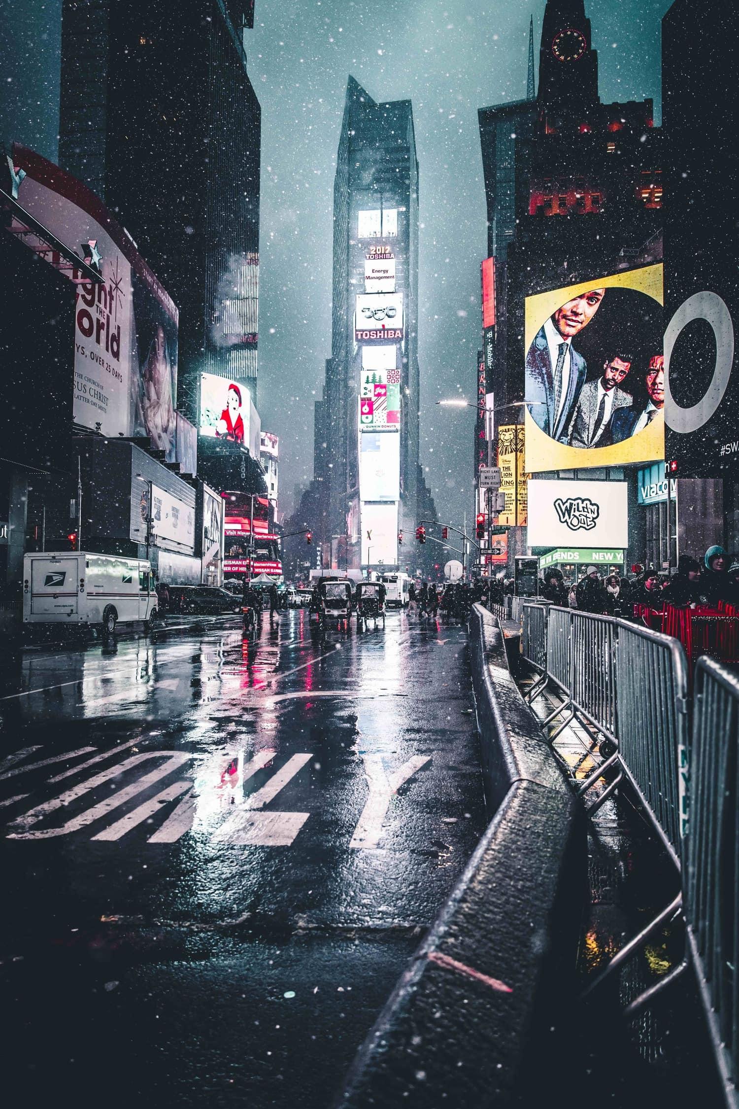 avenida por la noche