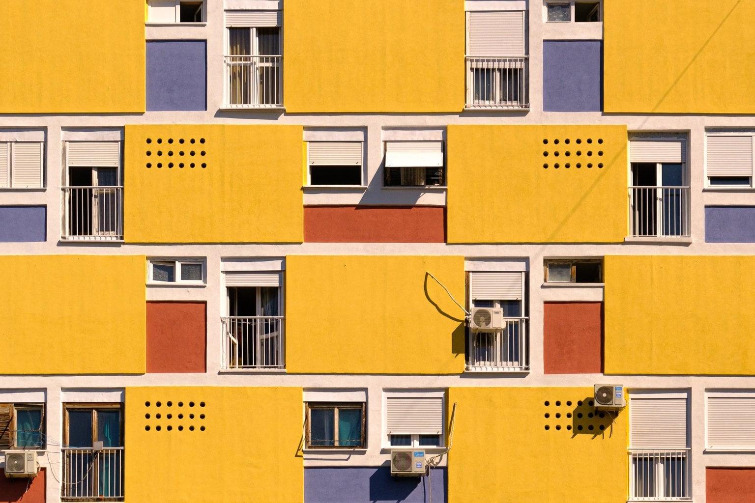 fachada color amarillo