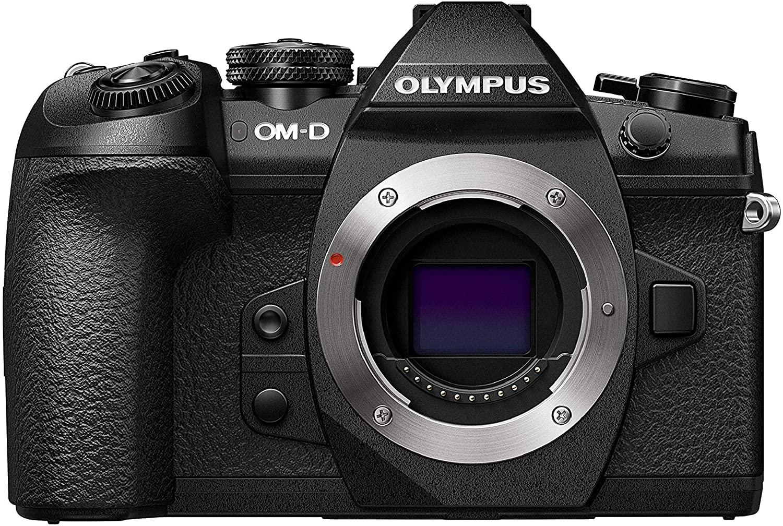 Vista frontal del cuerpo de la cámara Olympus OM-D E-M1 MarkII