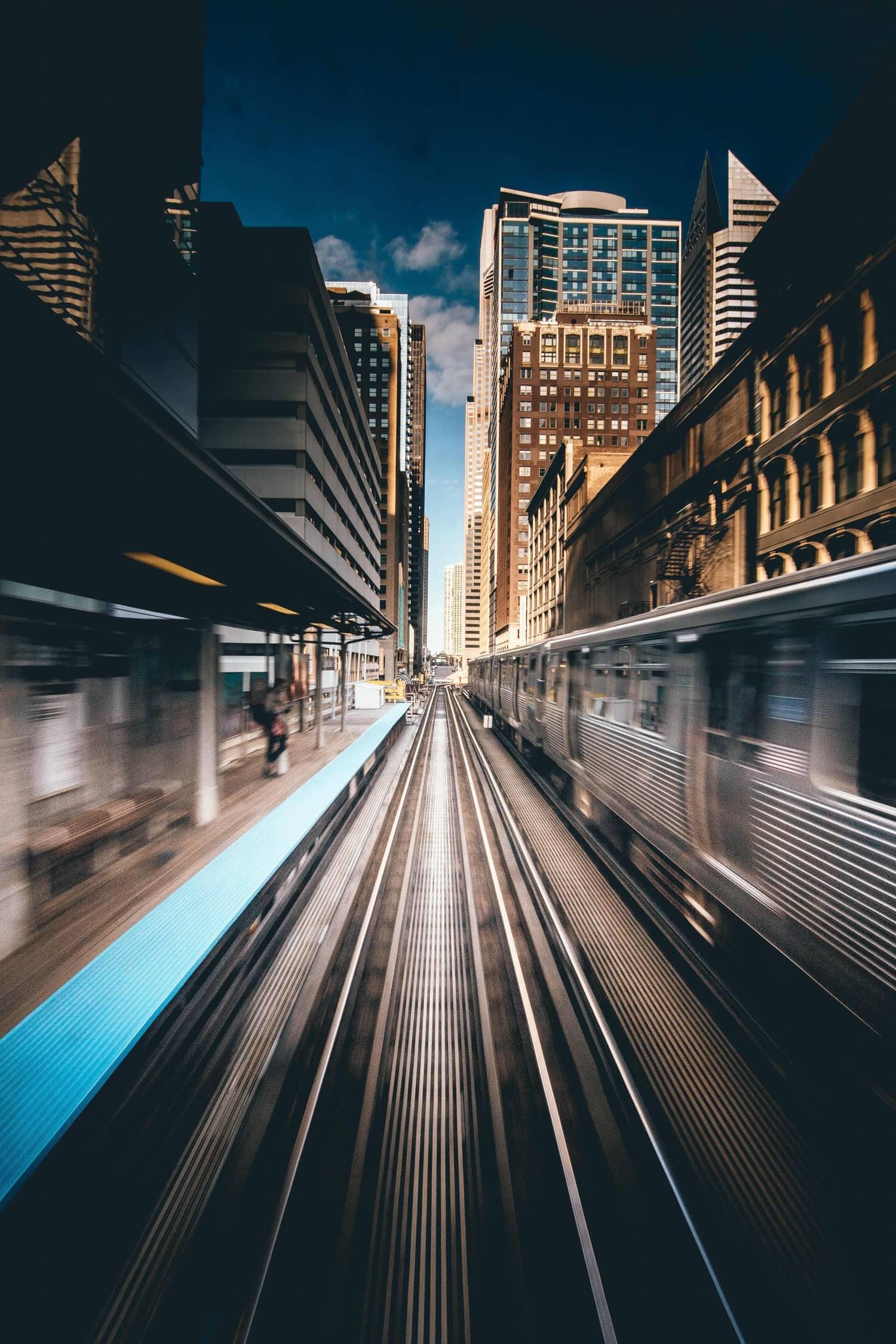 vías de tren con punto de fuga