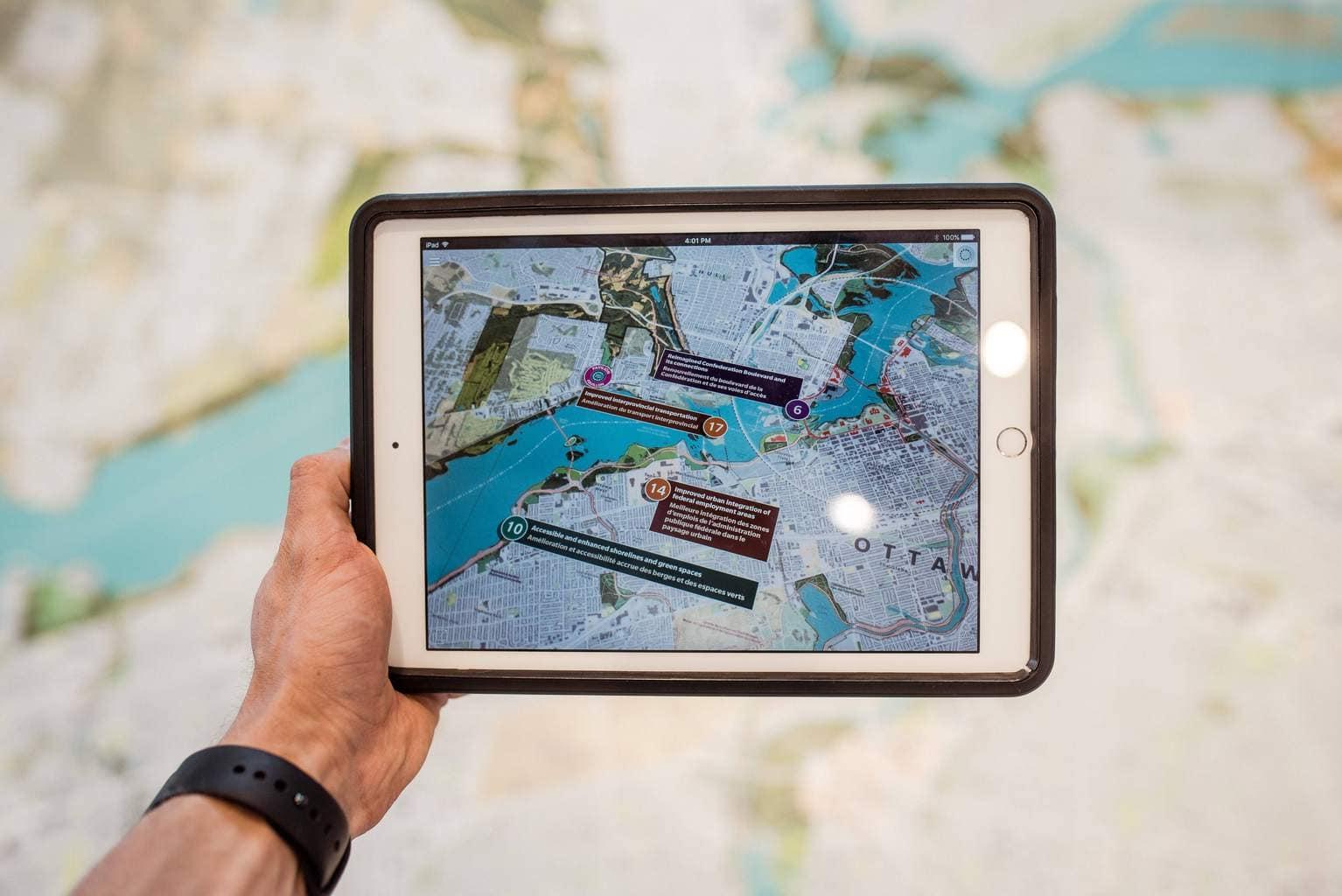 iPad con aplicación de mapa