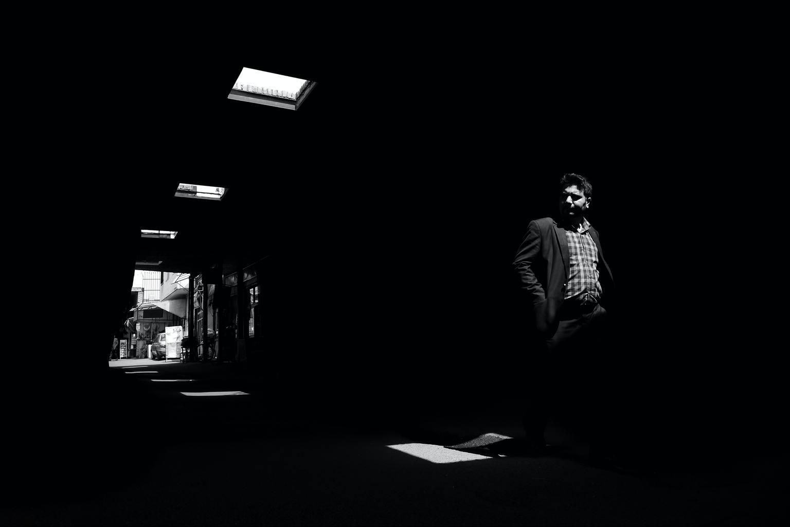 composición blanco y negro de luz y sombras