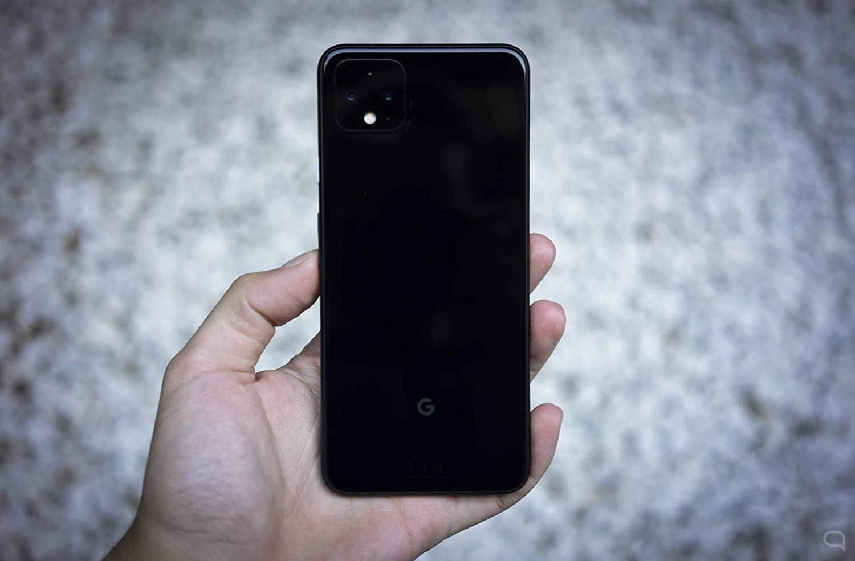 google pixel 4 en la mano