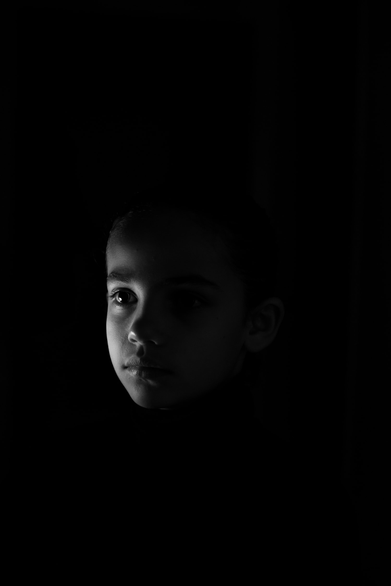 retrato revelado en blanco y negro en clave baja