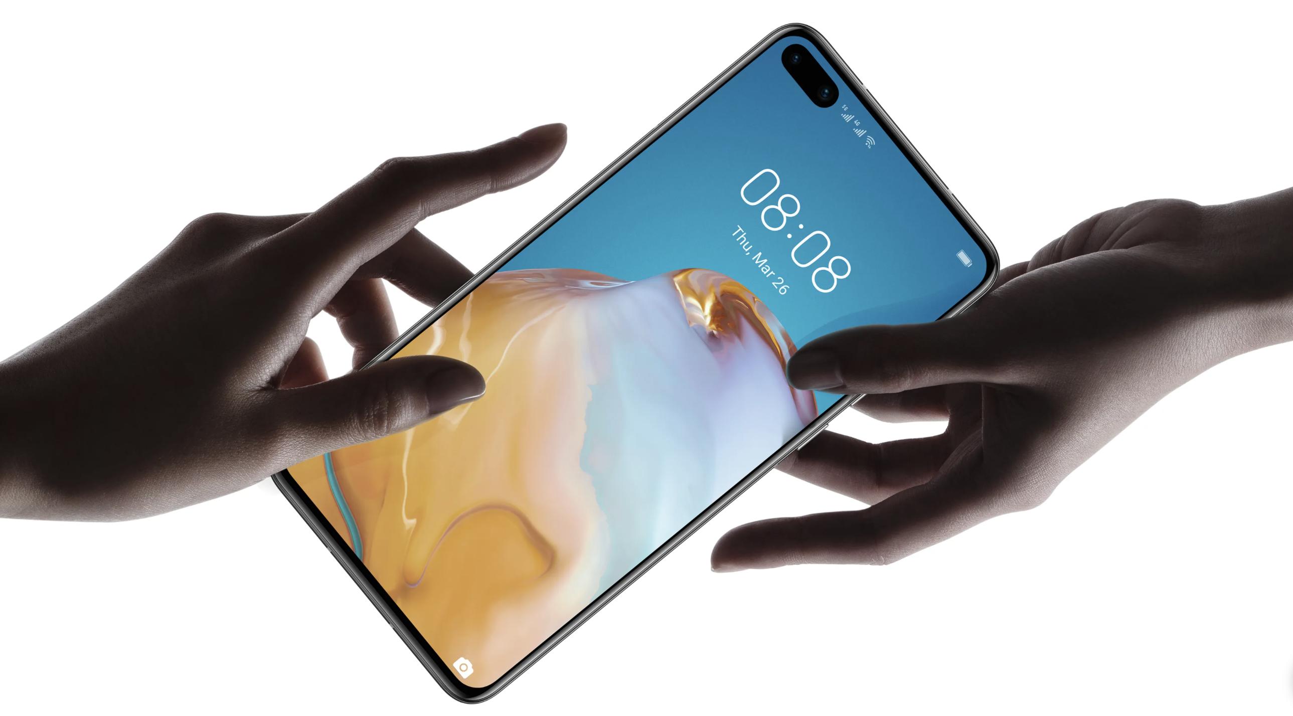 manos sujetando smartphone Huawei P40