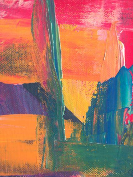 pintura en lienzo creando textura