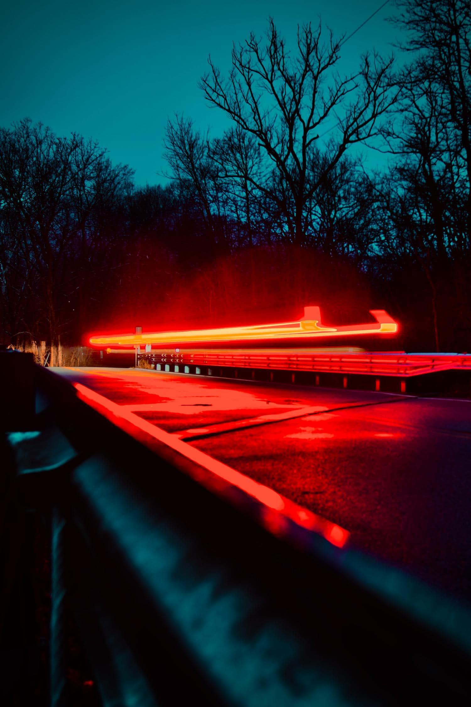 Composición de líneas de estelas de luz de vehículo
