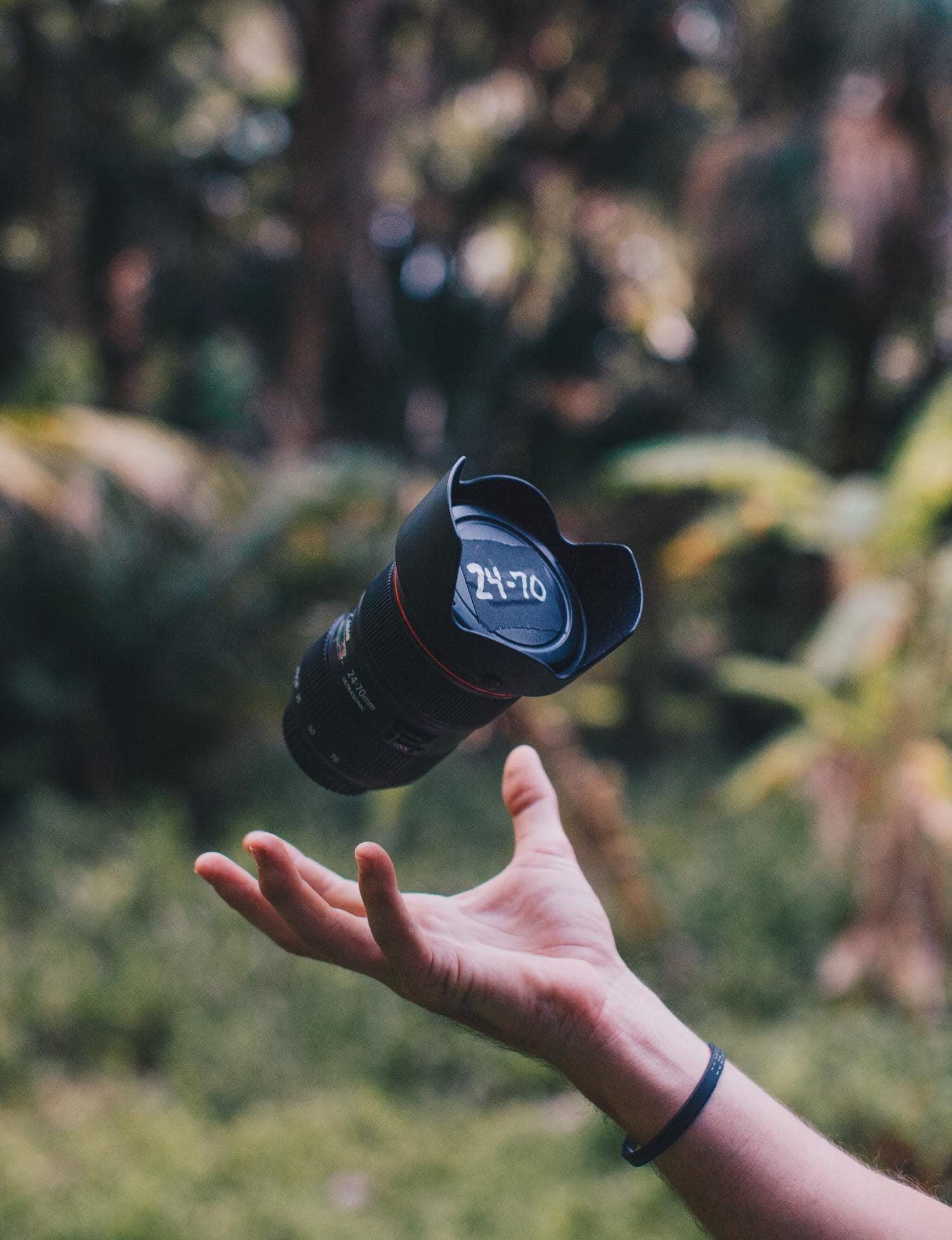 Objetivo de Canon lanzado al aire