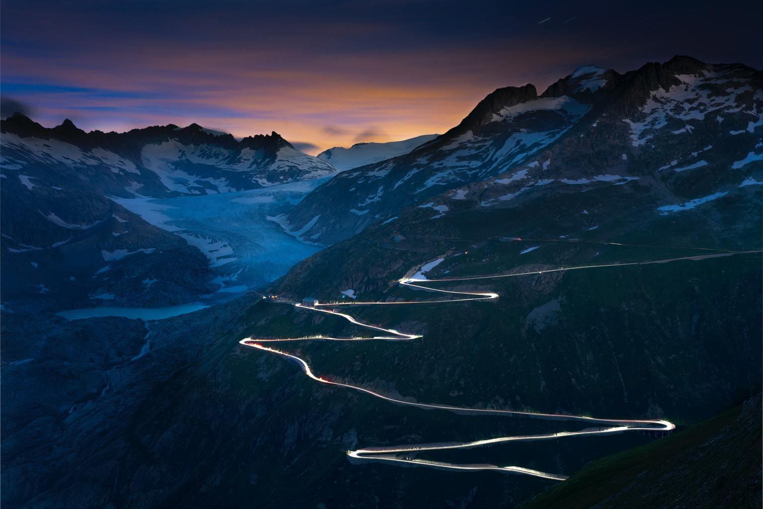 Estelas de luz incluidas en un paisaje