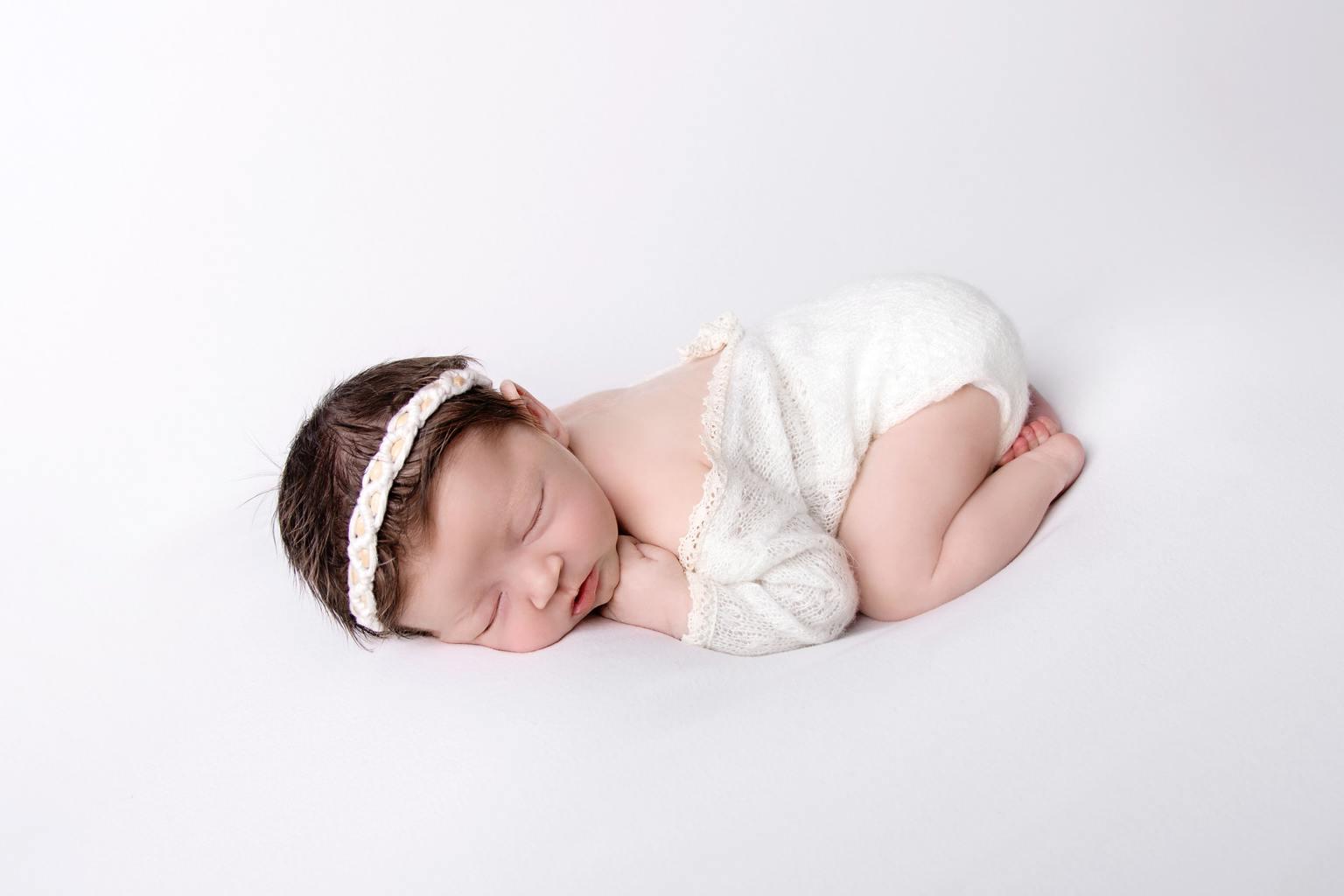 bebé newborn blanco
