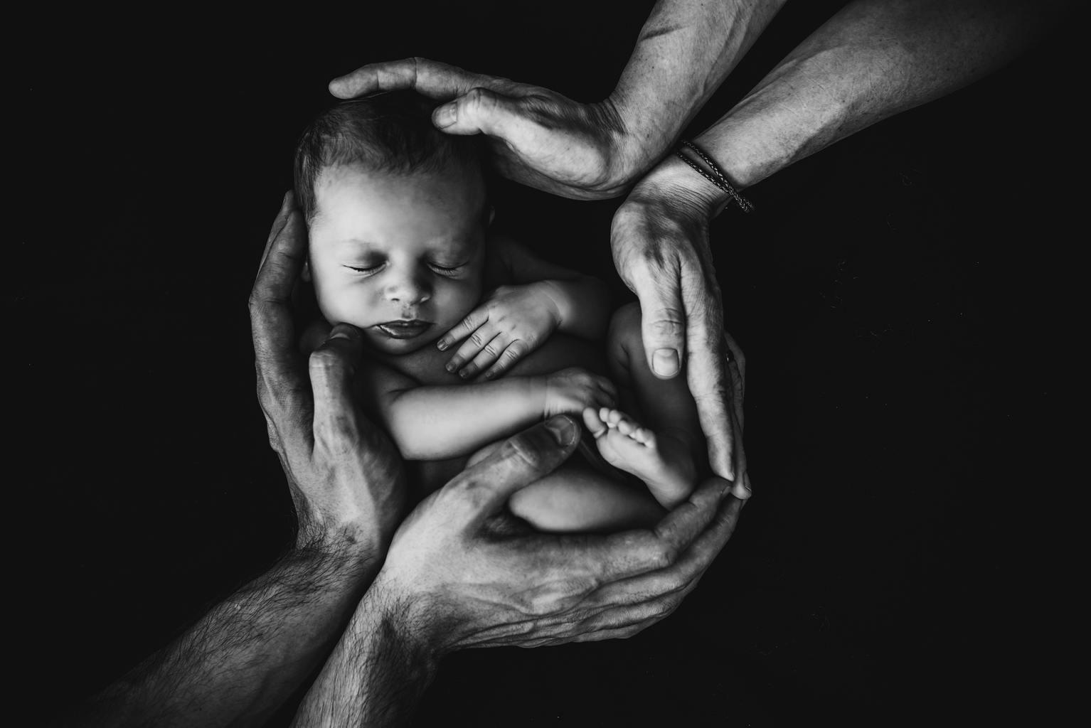 recien nacido blanco y negro