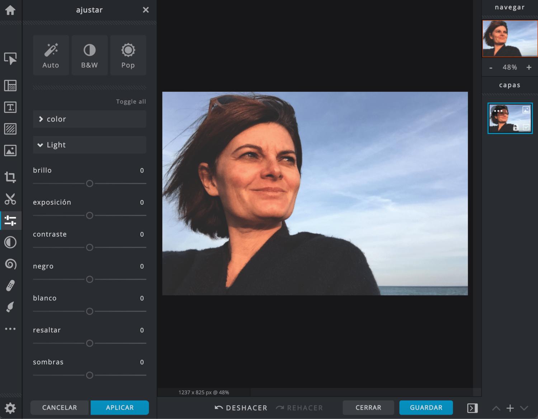 Selfie abierto en editor de imágenes Pixlr X