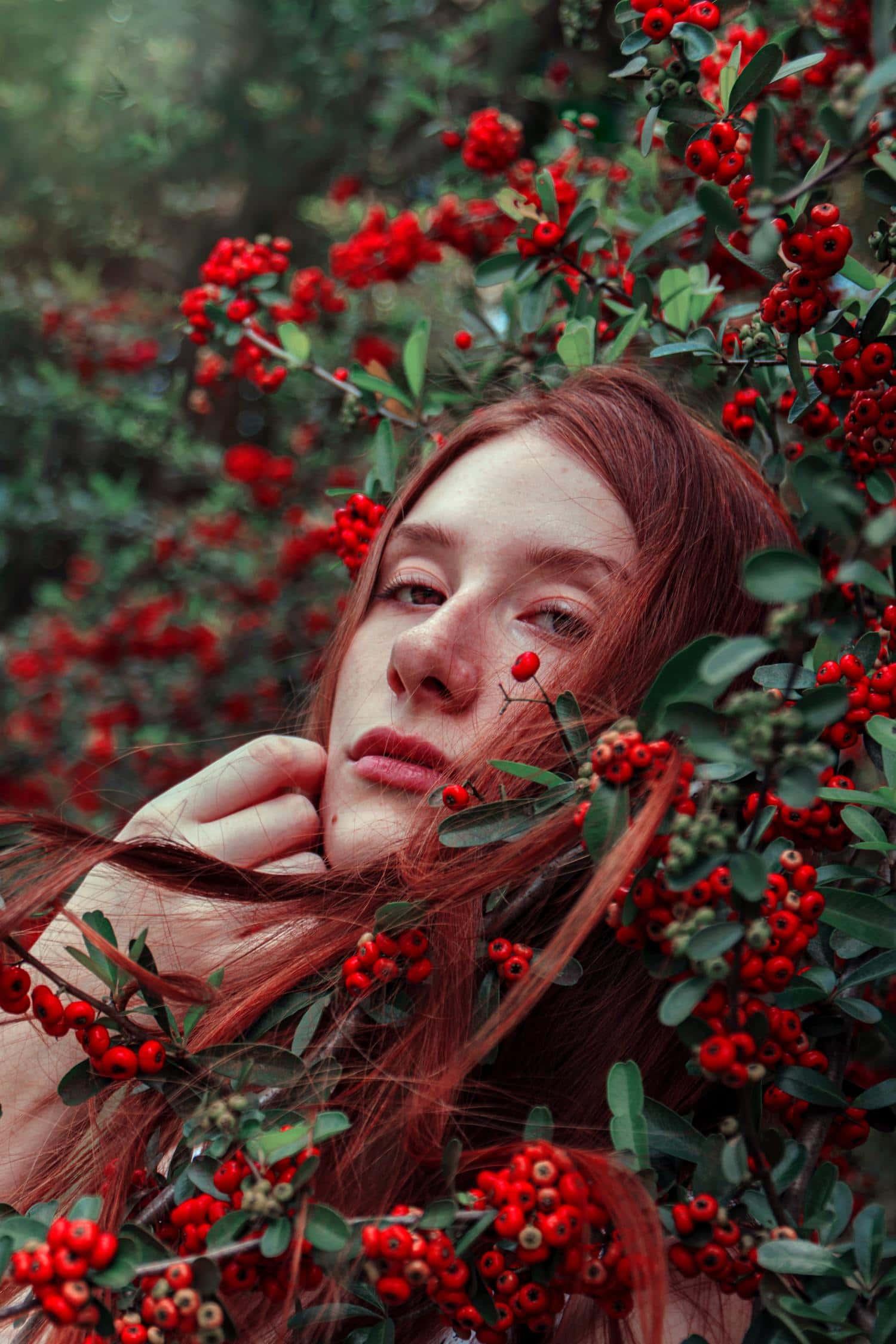 fine art retrato chica bayas rojas