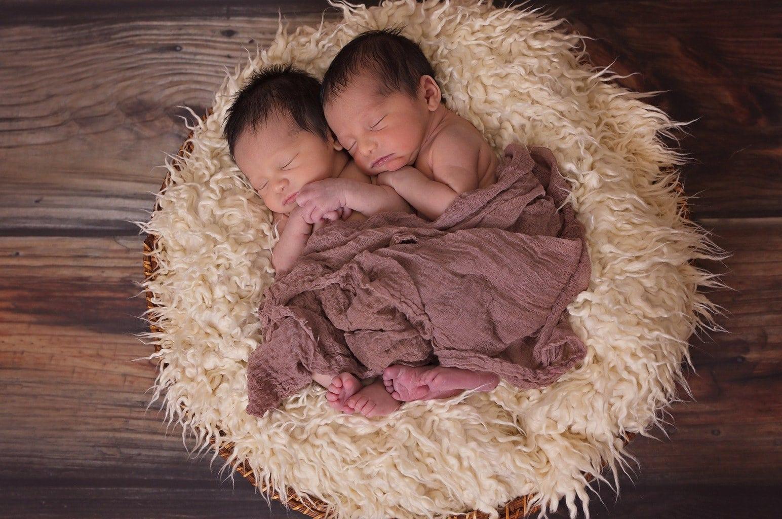 gemelos recien nacido